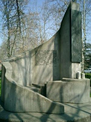 Monumento giardino 5 martiri Mirandola